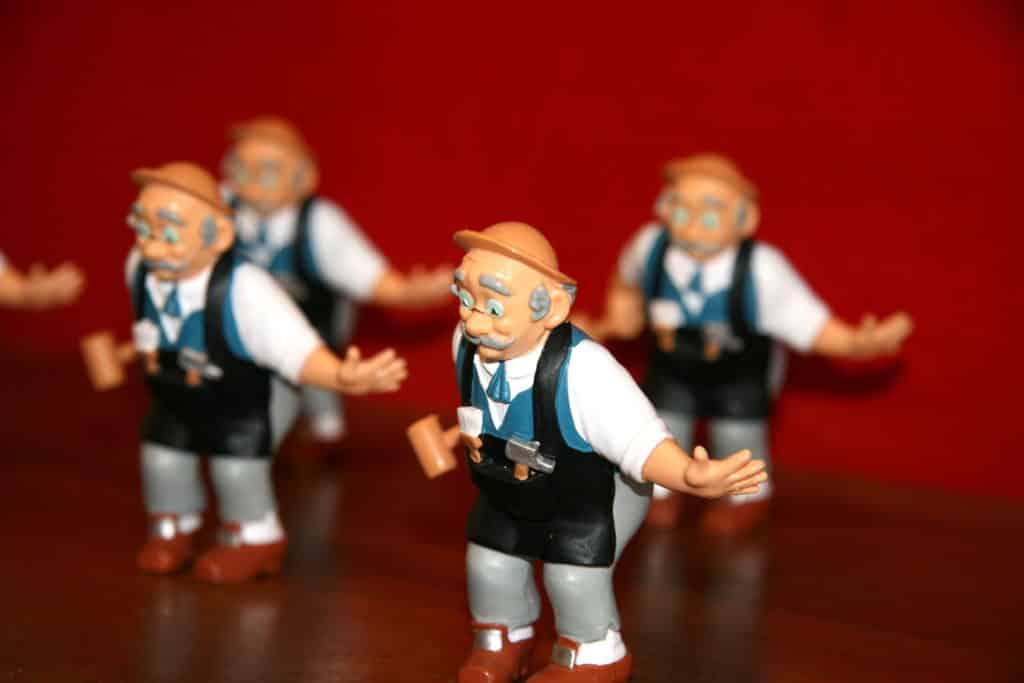 Geppetto le sculpteur de jouets en bois chez geppetto - Poisson rouge pinocchio ...